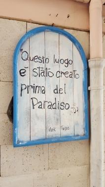 """Mark Twain quotation on Pozzuoli wall: """"Questo luogo è stato creato prima del Paradiso"""""""